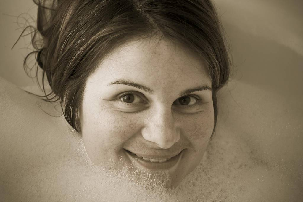 CC BY-NC by Patrick Brosset - taking a bath to sooth eczema skin
