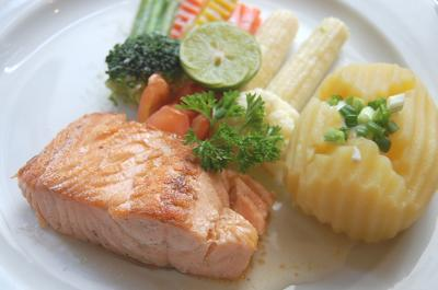 Healthy salmon plate home remedy to lose weight